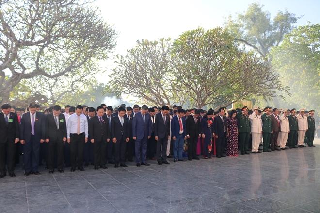 Bộ trưởng Bộ Công an Tô Lâm viếng Nghĩa trang quốc gia A1 - Ảnh minh hoạ 4
