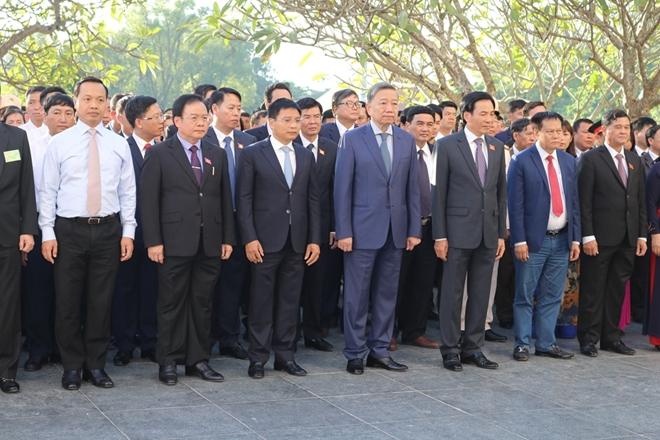Bộ trưởng Bộ Công an Tô Lâm viếng Nghĩa trang quốc gia A1 - Ảnh minh hoạ 3