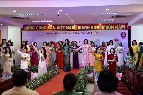 Trao giải cuộc thi nữ CSGT duyên dáng