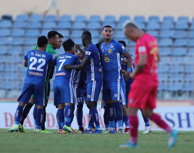Cuộc đua trụ hạng V.League 2020: Quảng Nam không tự cứu được chính mình
