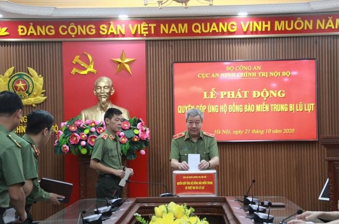 Cục An ninh chính trị nội bộ quyên góp ủng hộ đồng bào miền Trung bị lũ lụt - Ảnh minh hoạ 2