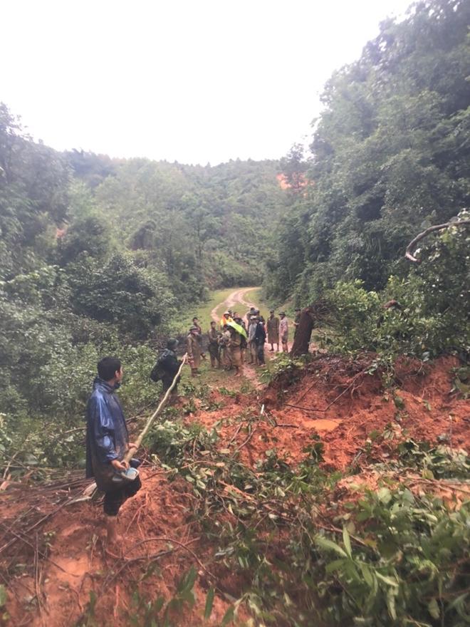 Cận cảnh hành trình băng rừng, lội suối tìm kiếm thi thể Đại úy Trương Văn Thắng - Ảnh minh hoạ 2