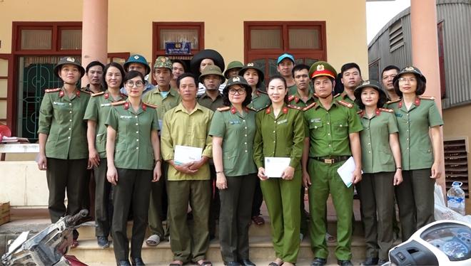 Phụ nữ CAND thăm, tặng quà người dân Quảng Bình - Ảnh minh hoạ 3