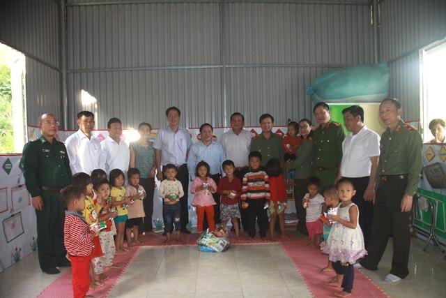 Bàn giao nhà cho hộ nghèo và trao quà tại xã biên giới Bum Tở, huyện Mường Tè - Ảnh minh hoạ 6