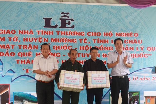 Bàn giao nhà cho hộ nghèo và trao quà tại xã biên giới Bum Tở, huyện Mường Tè - Ảnh minh hoạ 3
