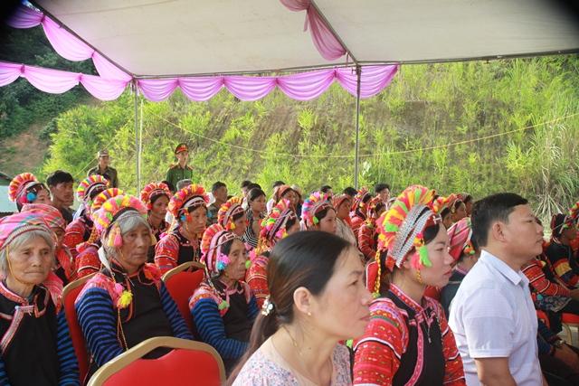 Bàn giao nhà cho hộ nghèo và trao quà tại xã biên giới Bum Tở, huyện Mường Tè - Ảnh minh hoạ 8