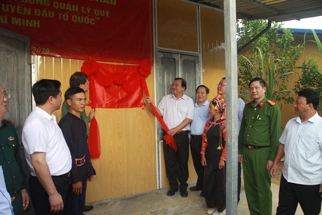 Bàn giao nhà cho hộ nghèo và trao quà tại xã biên giới Bum Tở, huyện Mường Tè - Ảnh minh hoạ 2