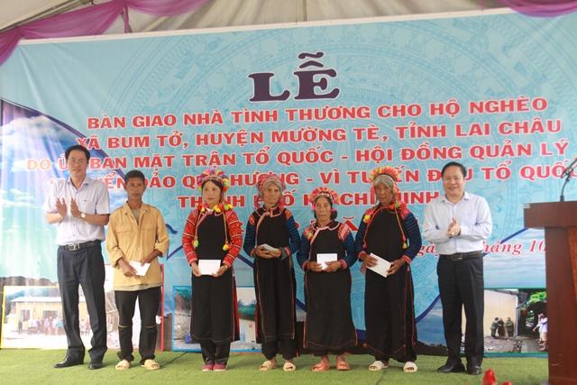 Bàn giao nhà cho hộ nghèo và trao quà tại xã biên giới Bum Tở, huyện Mường Tè - Ảnh minh hoạ 4