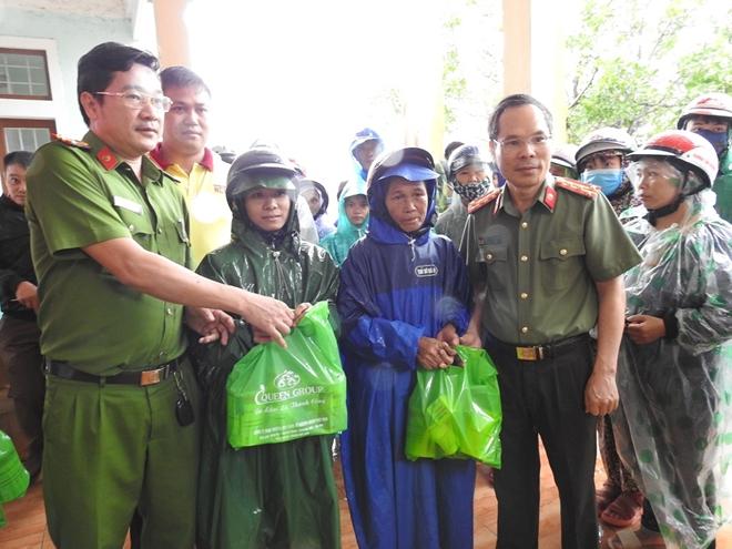 Báo CAND và Công ty NCT3 trao hỗ trợ người dân Quảng Trị bị lũ lụt - Ảnh minh hoạ 3