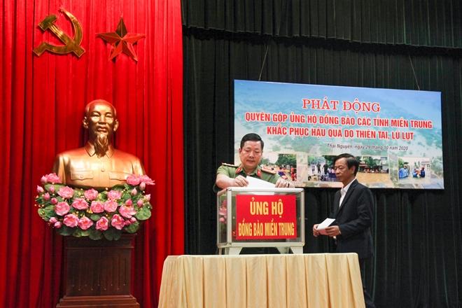 Công an tỉnh Thái Nguyên quyên góp 200 triệu ủng hộ đồng bào miền Trung