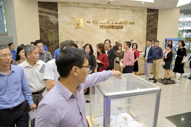 328 tỷ đồng của PVN gửi tới miền Trung và người nghèo cả nước