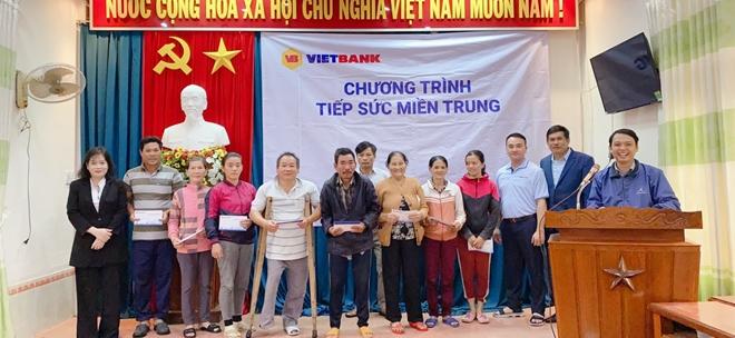 CBNV Vietbank đồng lòng chia sẻ với miền Trung những ngày bão lũ - Ảnh minh hoạ 3