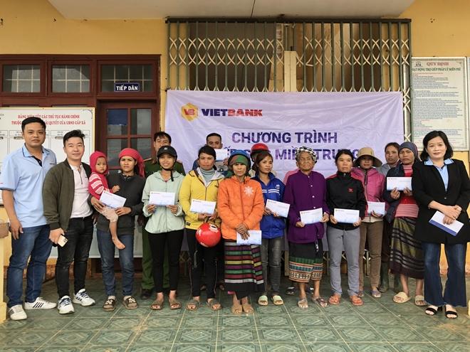 CBNV Vietbank đồng lòng chia sẻ với miền Trung những ngày bão lũ - Ảnh minh hoạ 4