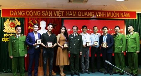 """Thứ trưởng Nguyễn Văn Thành gặp mặt Đoàn làm phim """"Lửa ấm"""""""