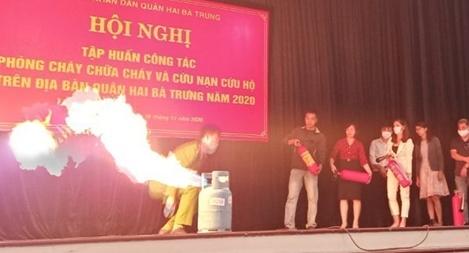 Hàng trăm người dân nâng cao kỹ năng chữa cháy, thoát nạn