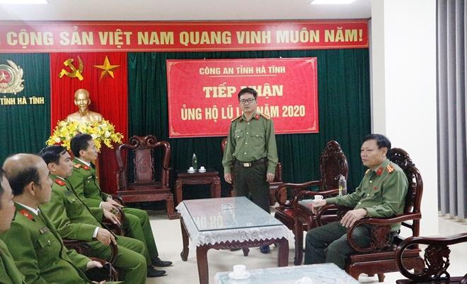 Cao đẳng CSND 1 tặng quà CBCS Công an tỉnh Hà Tĩnh bị thiệt hại do lũ