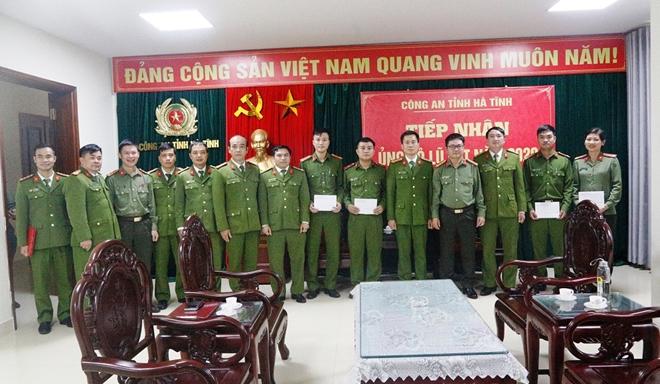 Cao đẳng CSND 1 tặng quà CBCS Công an tỉnh Hà Tĩnh bị thiệt hại do lũ - Ảnh minh hoạ 3
