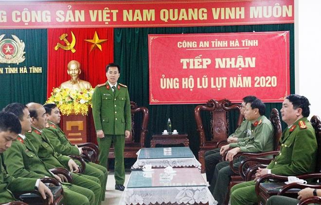 Cao đẳng CSND 1 tặng quà CBCS Công an tỉnh Hà Tĩnh bị thiệt hại do lũ - Ảnh minh hoạ 2