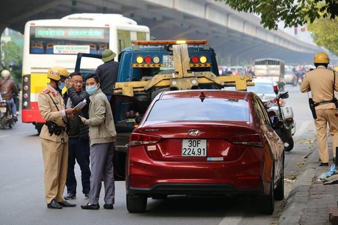 CSGT Hà Nội ra quân xử lý ô tô dừng đỗ trái luật - Ảnh minh hoạ 2