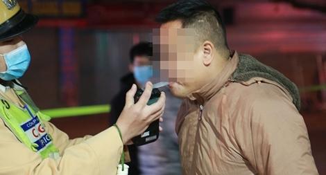 """Theo chân Cảnh sát 141 xử lý """"ma men"""" đầu năm"""