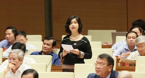 Nữ đại biểu Quốc hội trong bộ sắc phục màu xanh mạ
