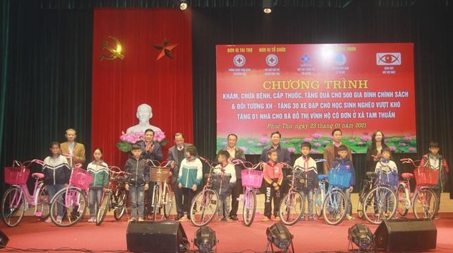 Khám, phát thuốc miễn phí cho 500 gia đình tại huyện Phúc Thọ