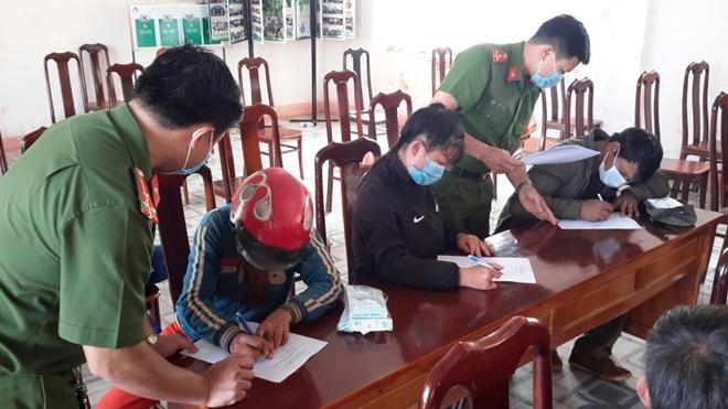 Trao tặng gạo của Phó Thủ tướng Trương Hòa Bình tặng người dân vùng biên giới - Ảnh minh hoạ 2