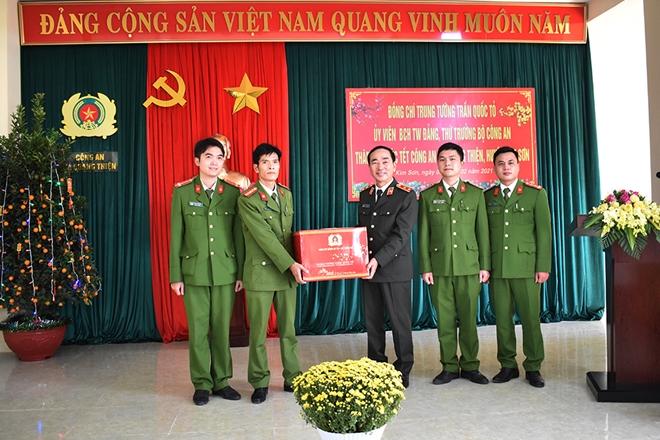 Thứ trưởng Trần Quốc Tỏ thăm và làm việc tại Công an huyện Kim Sơn - Ảnh minh hoạ 4