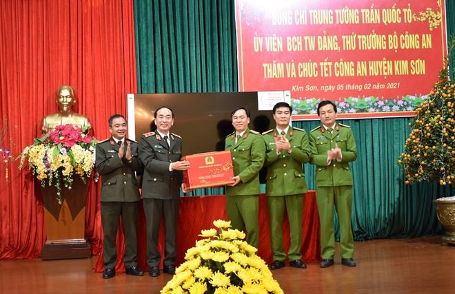 Thứ trưởng Trần Quốc Tỏ thăm và làm việc tại Công an huyện Kim Sơn - Ảnh minh hoạ 3