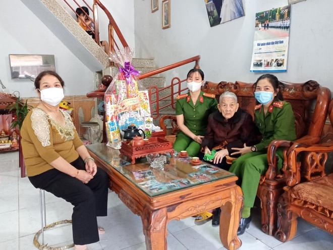 Đến tận nhà cấp căn cước công dân cho Mẹ Việt Nam Anh hùng - Ảnh minh hoạ 2