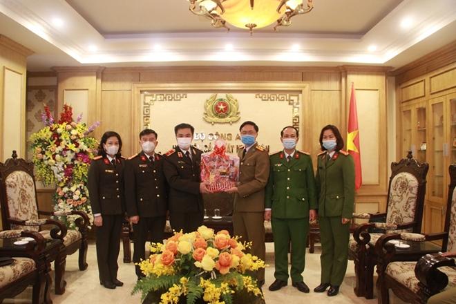 Gặp mặt, chúc Tết đại diện lưu học viên quốc tế và sinh viên các trường làm nhiệm vụ trực Tết - Ảnh minh hoạ 5