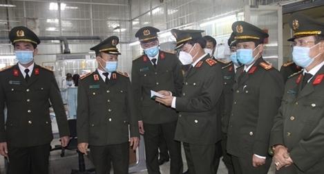 Thứ trưởng Trần Quốc Tỏ kiểm tra công tác một số đơn vị của Viện KH&CN