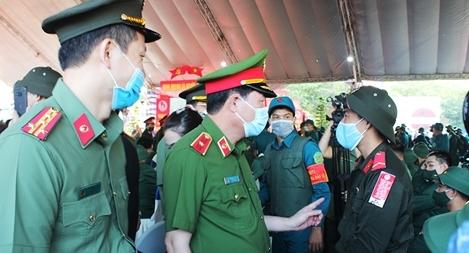 Thứ trưởng Bộ Công an Lê Quốc Hùng dự lễ giao, nhận quân tại Đồng Nai