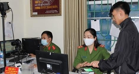 Nữ Cảnh sát tận tụy phục vụ nhân dân