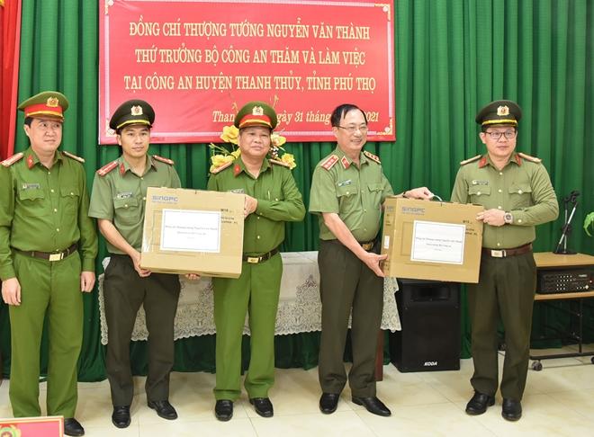 Thứ trưởng Nguyễn Văn Thành kiểm tra công tác và trồng cây tại huyện Thanh Thủy - Ảnh minh hoạ 2