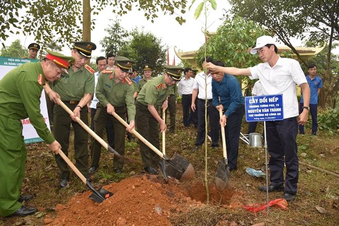 Thứ trưởng Nguyễn Văn Thành kiểm tra công tác và trồng cây tại huyện Thanh Thủy - Ảnh minh hoạ 3