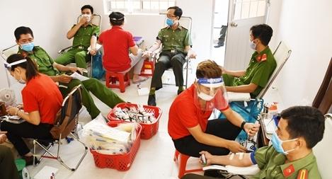 Cán bộ, chiến sĩ Công an tỉnh Trà Vinh hiến máu tình nguyện