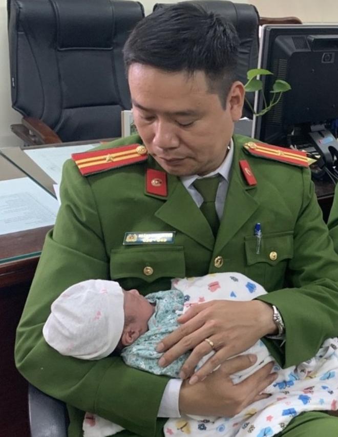 Giải cứu trẻ sơ sinh - tốc độ, tình người Cảnh sát hình sự