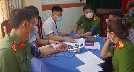 Công an nhiều địa phương triển khai tiêm vaccine phòng COVID-19
