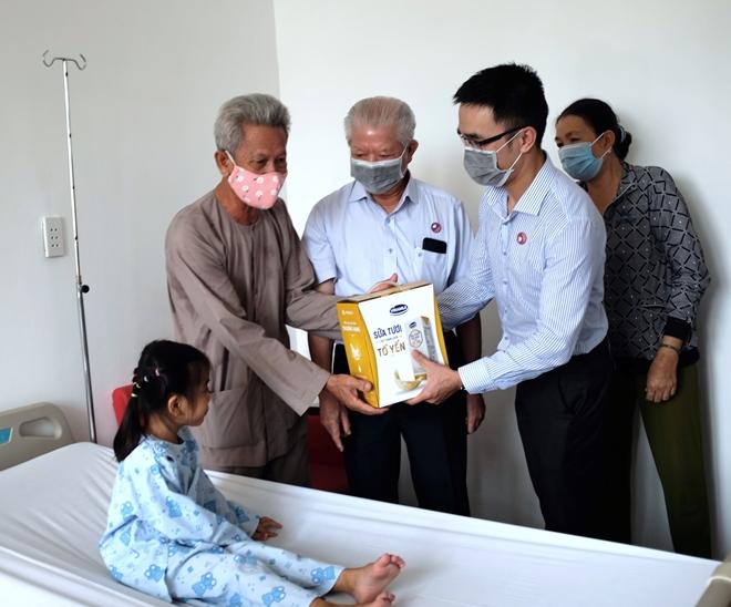 Vinamilk tiếp tục hỗ trợ kinh phí mổ tim cho trẻ em nghèo - Ảnh minh hoạ 2