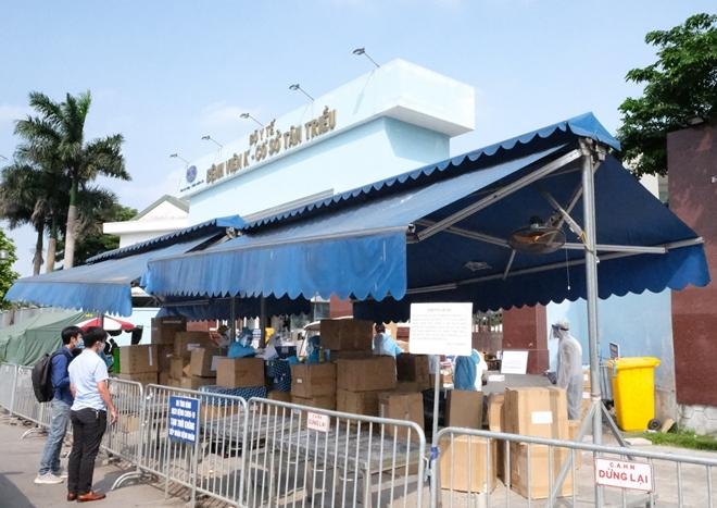 Vietcombank trao tặng 5 tỷ đồng và 10.000 suất ăn hỗ trợ Bệnh viện K cơ sở Tân Triều phòng chống dịch COVID-19 - Ảnh minh hoạ 4