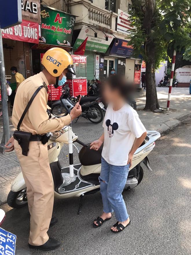 CSGT Hà Nội xử phạt nhiều trường hợp không đeo khẩu trang