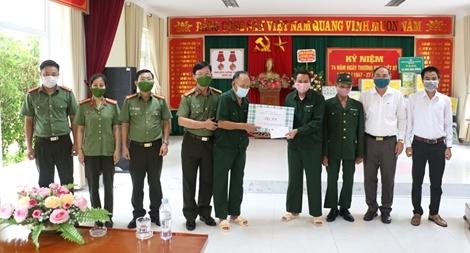 Công an tỉnh Nghệ An tri ân thương bệnh binh và thân nhân liệt sỹ