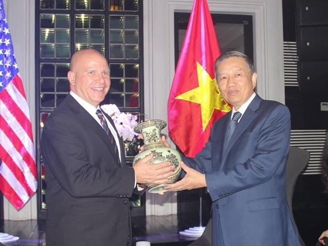 Bộ trưởng Tô Lâm tiếp xã giao Cố vấn an ninh quốc gia Hoa Kỳ H.R.McMaster - Ảnh minh hoạ 4