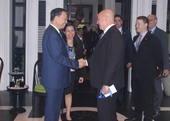 Bộ trưởng Tô Lâm tiếp xã giao Cố vấn an ninh quốc gia Hoa Kỳ H.R.McMaster