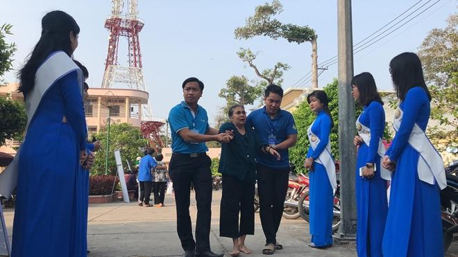 Khám bệnh miễn phí và tặng quà cho 3.000 người nghèo tại 6 tỉnh thành - Ảnh minh hoạ 3