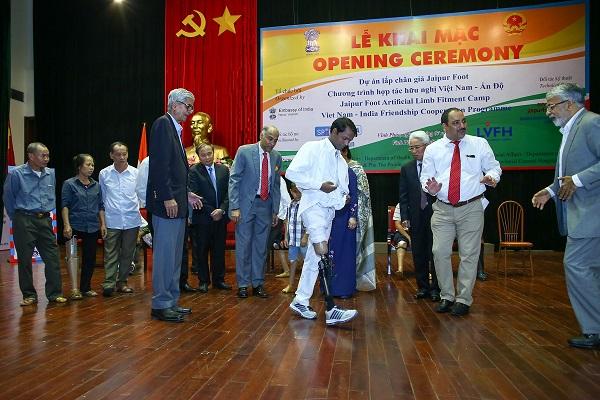 Lắp miễn phí chân giả cho 500 người khuyết tật Việt Nam - Ảnh minh hoạ 3