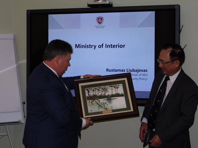 Thứ trưởng Nguyễn Văn Thành hội đàm với Thứ trưởng Bộ Nội vụ Lithuania - Ảnh minh hoạ 2