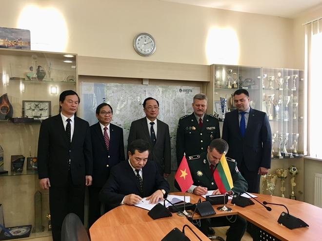 Thứ trưởng Nguyễn Văn Thành hội đàm với Thứ trưởng Bộ Nội vụ Lithuania - Ảnh minh hoạ 3