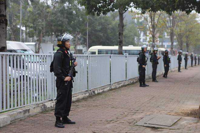 Cảnh sát cơ động được triển khai xung quanh khách sạn JW Marriott.